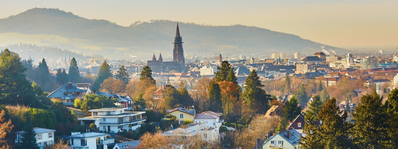 adac autovermietung freiburg stadt panorama fotolia 134985435