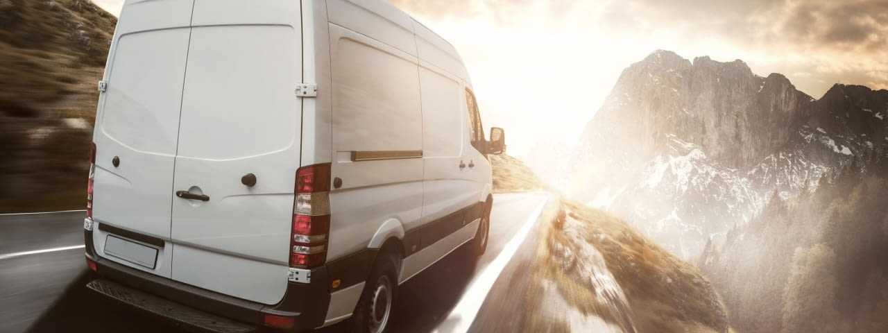 transporter bergstrasse fotolia 125509031