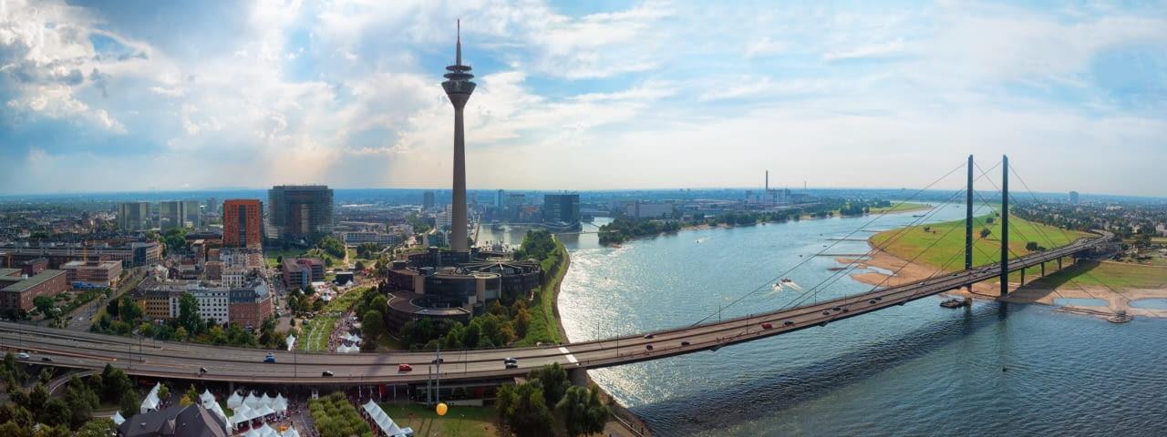adac autovermietung duesseldorf stadt panorama fotolia 119257216