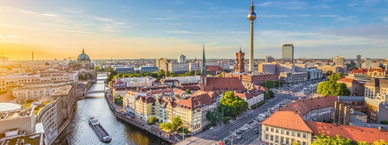 deutschland berlin hauptstadt panorama spree fotolia 89734137