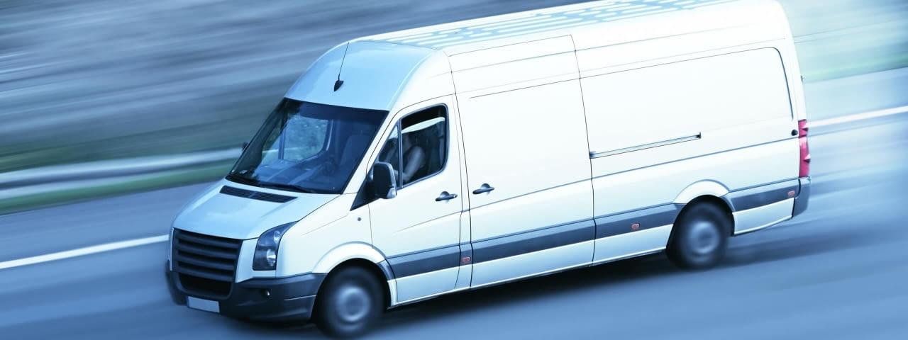 lieferwagen transporter fotolia 43140354