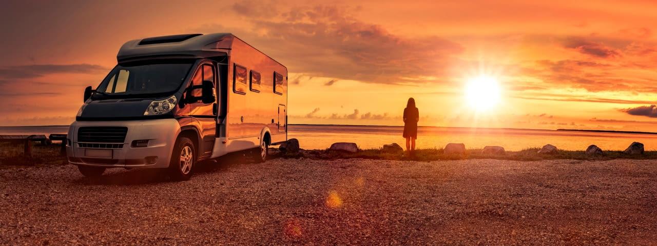 header adac nordrhein campingstation hürth köln camping sonnenuntergang istock 1180017789