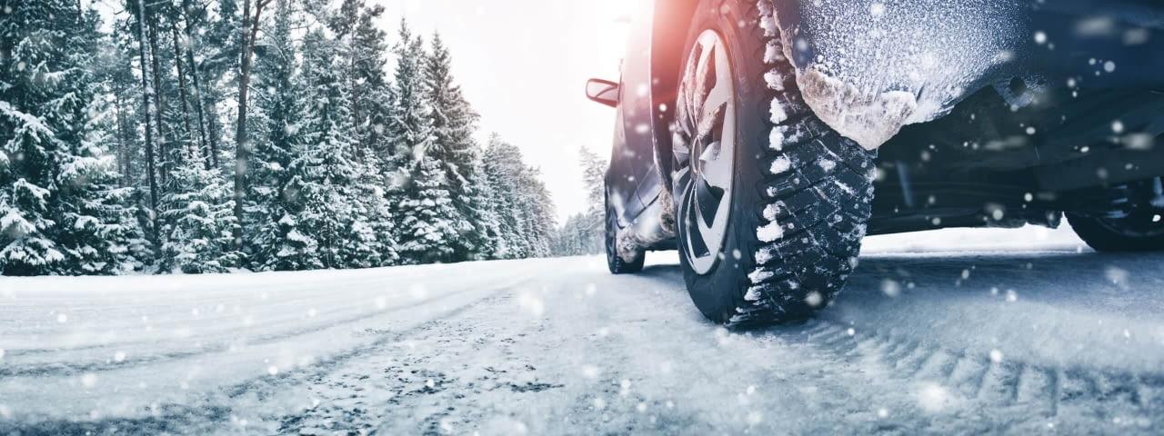 winter mietwagen schnee reifen fotolia 233046669