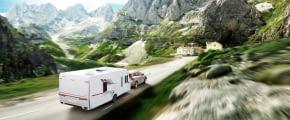 sommer berge wohnwagen