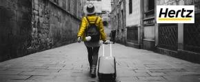 hertz autovermietung gelbe jacke koffer reise stadt gasse