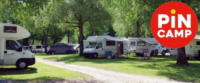 pincamp-campingplatz-wohnmobil-stellplatz-idylle-fotolia-157189589-860x360.jpg