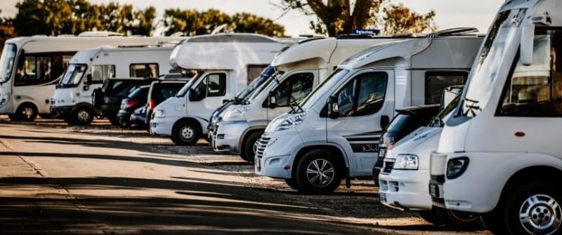 wohnmobile flotte fahrzeuge fotolia 138100072