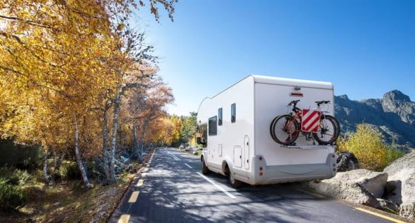 camper mit fahrrad fotolia 97602026
