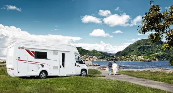 sommer camper see natur husbil