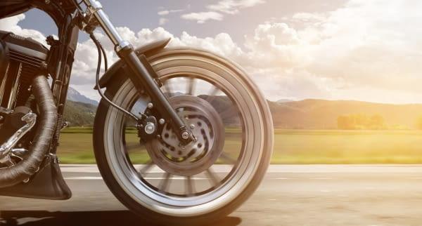 motorrad reifen landschaft fotolia 158506844